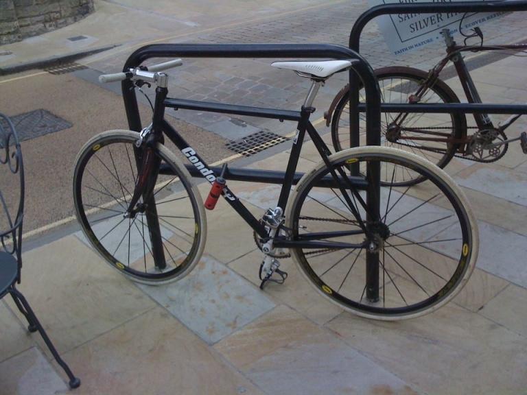 traditional-bicycle-parking-rails-floor-u-bike-rack_3